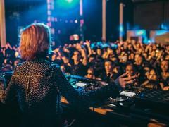 Uma das maiores artistas da cena techno mundial, Nastia, se apresenta em Campinas em noite só com mulheres no Caos