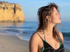 Charlotte de Witte anuncia livestream em histórico templo grego